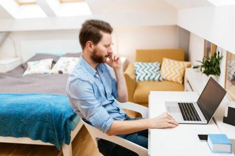 teletrabajo-empleado-tablet-casa-movilidad