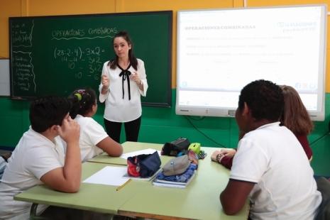 profesor-clase-colegio-alumnos